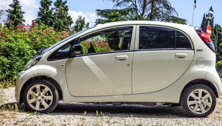 Test Peugeot 108 Collection VS Peugeot iON: Elettrica contro Citycar - Foto 13 di 39