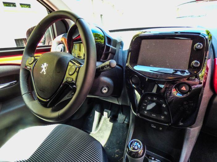 Test Peugeot 108 Collection VS Peugeot iON: Elettrica contro Citycar - Foto 21 di 39