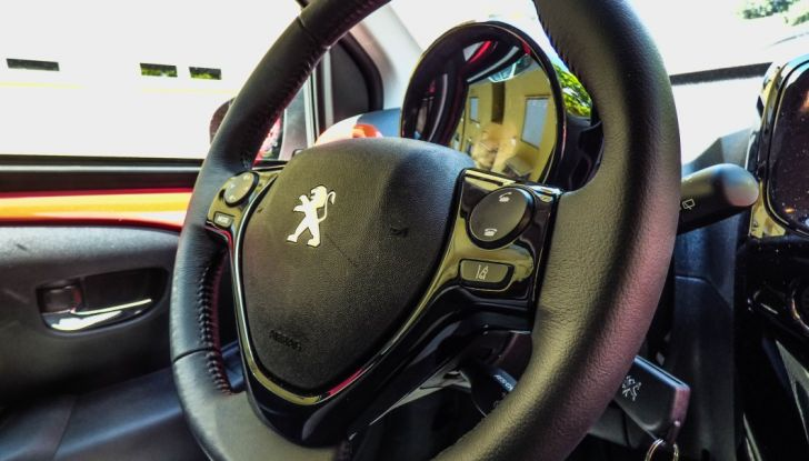 Test Peugeot 108 Collection VS Peugeot iON: Elettrica contro Citycar - Foto 22 di 39