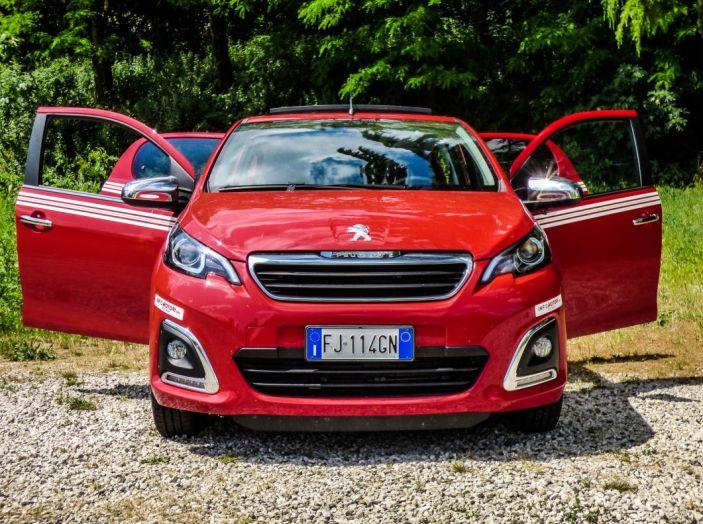 Test Peugeot 108 Collection VS Peugeot iON: Elettrica contro Citycar - Foto 10 di 39