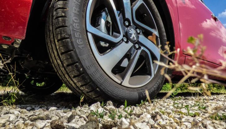 Test Peugeot 108 Collection VS Peugeot iON: Elettrica contro Citycar - Foto 30 di 39