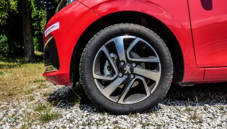 Test Peugeot 108 Collection VS Peugeot iON: Elettrica contro Citycar - Foto 31 di 39