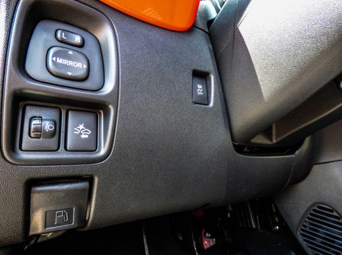 Test Peugeot 108 Collection VS Peugeot iON: Elettrica contro Citycar - Foto 32 di 39