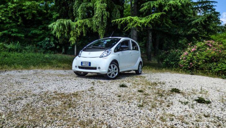 Test Peugeot 108 Collection VS Peugeot iON: Elettrica contro Citycar - Foto 19 di 39