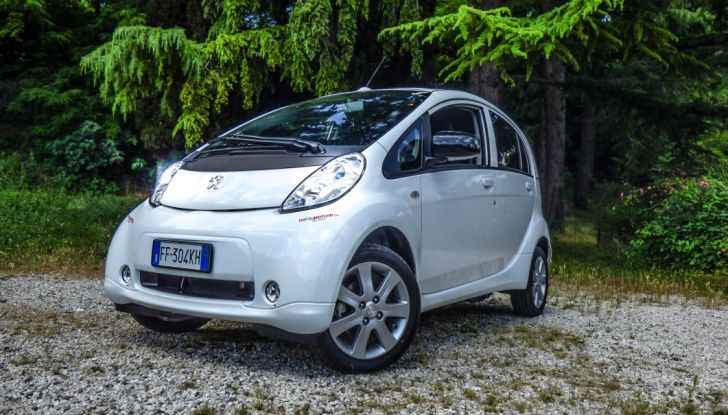 Test Peugeot 108 Collection VS Peugeot iON: Elettrica contro Citycar - Foto 18 di 39