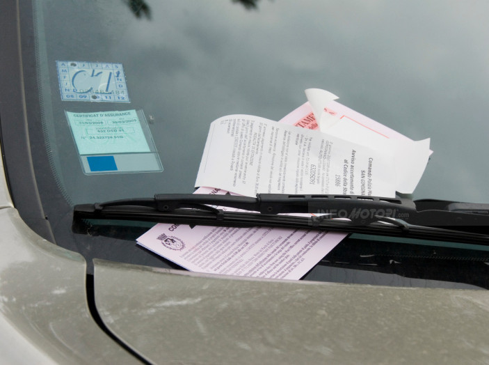 Padova, 28 euro di multa per aver lasciato l'auto aperta - Foto 6 di 11