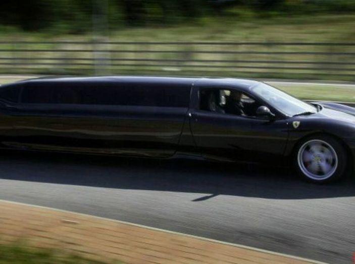 Ferrari-limousine: Potenza e comfort, ma sono guai per il proprietario - Foto 7 di 8