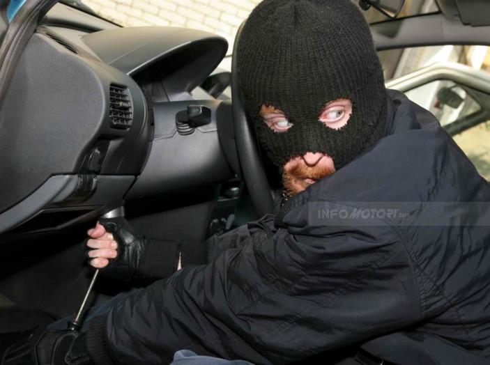 Padova, 28 euro di multa per aver lasciato l'auto aperta - Foto 5 di 11