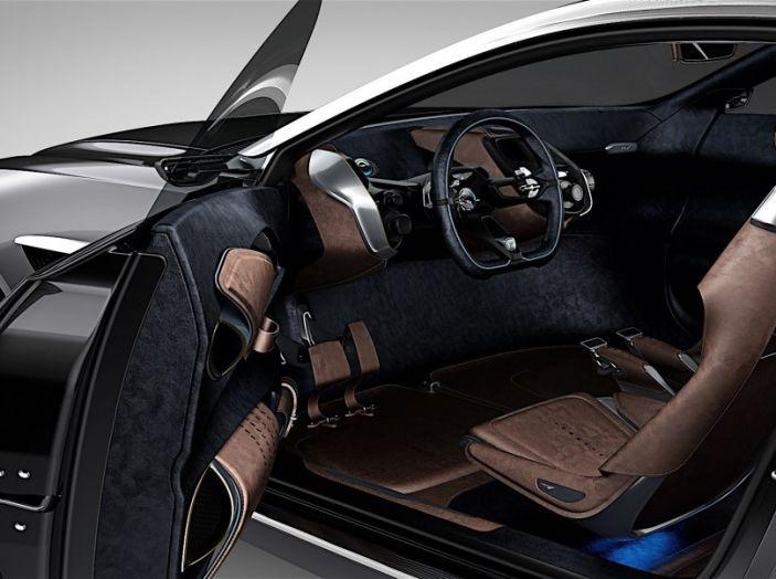 Aston Martin DBX 2019: il crossover inglese da 600CV - Foto 3 di 9