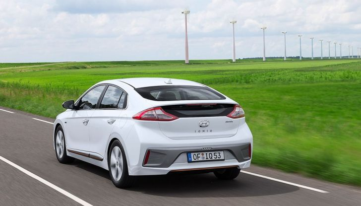 Alimentazione: differenze fra benzina, ibrida, ibrida plug-in e auto elettrica - Foto 2 di 18