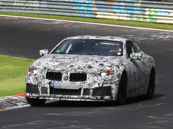BMW Serie 8 Coupè, test in pista in vista del debutto - Foto 1 di 9