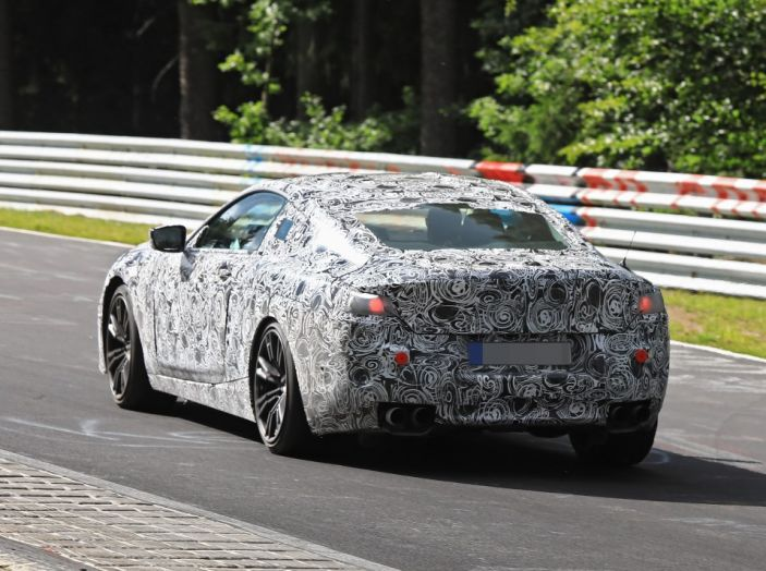 BMW Serie 8 Coupè, test in pista in vista del debutto - Foto 7 di 9