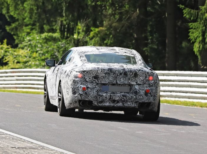 BMW Serie 8 Coupè, test in pista in vista del debutto - Foto 8 di 9