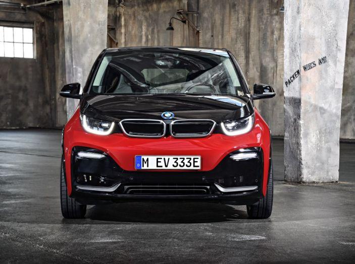 Nuova BMW i3 e i3s: l'elettrica diventa più aggressiva e tecnologica - Foto 12 di 20