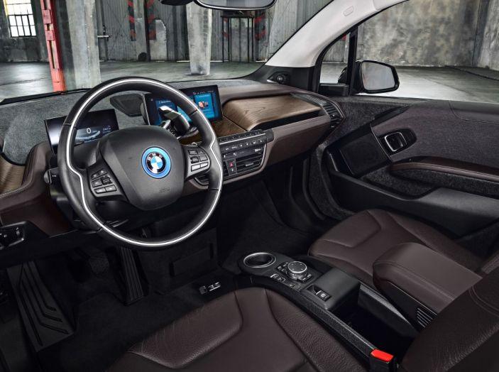 Nuova BMW i3 e i3s: l'elettrica diventa più aggressiva e tecnologica - Foto 15 di 20