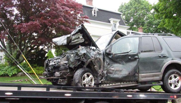 Cosa fare dopo un incidente stradale con l'auto - Foto 3 di 7