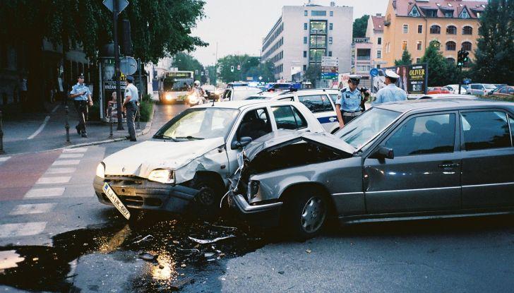 Cosa fare dopo un incidente stradale con l'auto - Foto 5 di 7