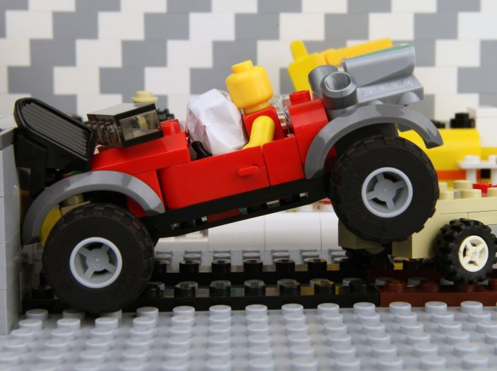 Cosa fare dopo un incidente stradale con l'auto - Foto 2 di 7
