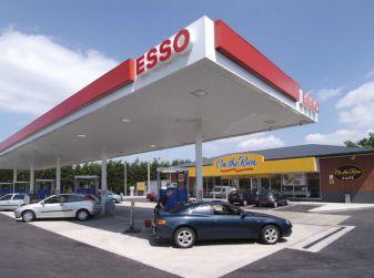 Exxon vende Esso Italia agli spagnoli ed i benzinai la citano a giudizio per la strategia commerciale