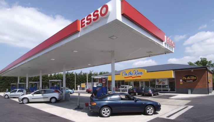 Exxon vende Esso Italia agli spagnoli ed i benzinai la citano a giudizio per la strategia commerciale - Foto 1 di 8
