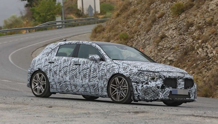 Mercedes-AMG A45 2018, nuovi test della compatta sportiva - Foto 13 di 31