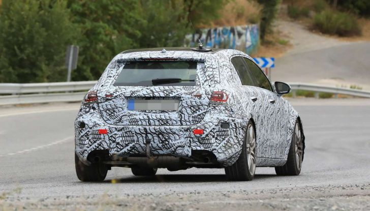 Mercedes-AMG A45 2018, nuovi test della compatta sportiva - Foto 19 di 31