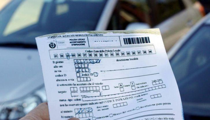 Auto con targa estera, fioccano multe e confische - Foto 6 di 6