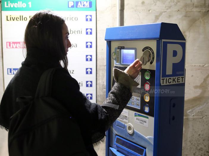 Padova, 28 euro di multa per aver lasciato l'auto aperta - Foto 11 di 11