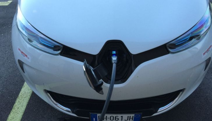 Test Drive Renault Zoe40: 1000 km a zero euro e zero emissioni - Foto 2 di 26