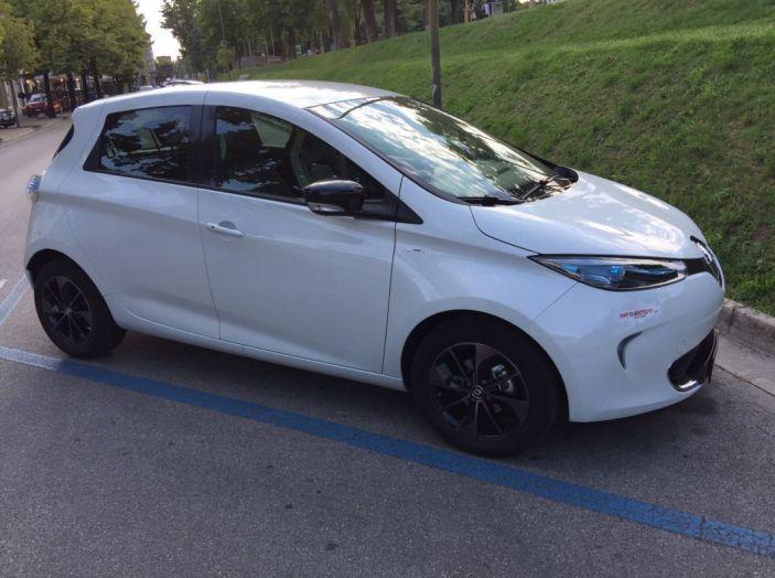 Test Drive Renault Zoe40: 1000 km a zero euro e zero emissioni - Foto 19 di 26