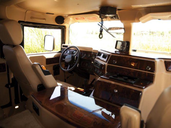 L'Hummer H1 del rapper Tupac sarà in vendita a 100.000 dollari - Foto 15 di 18
