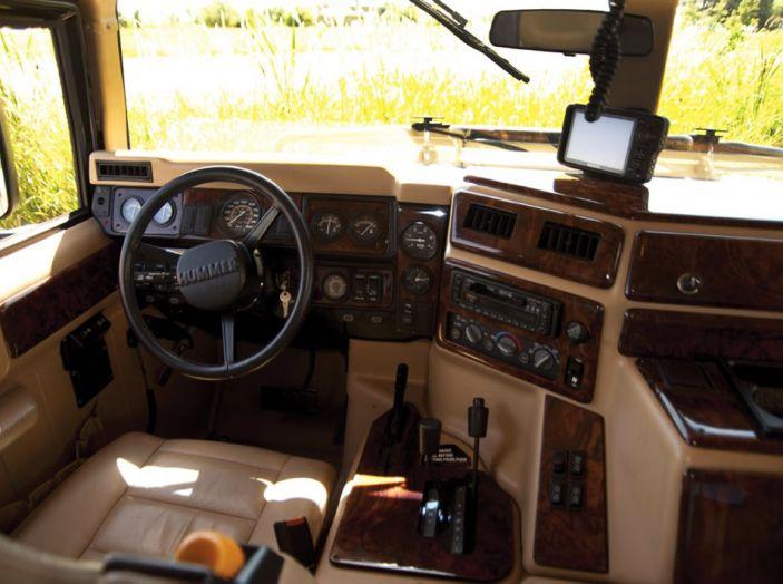L'Hummer H1 del rapper Tupac sarà in vendita a 100.000 dollari - Foto 16 di 18
