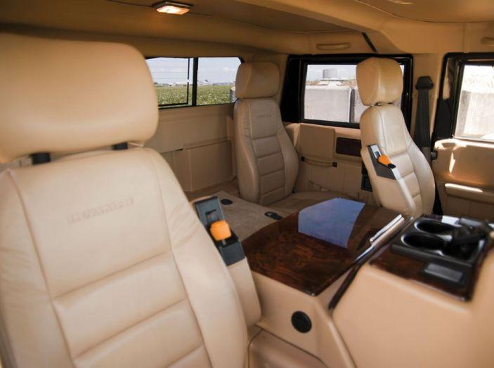 L'Hummer H1 del rapper Tupac sarà in vendita a 100.000 dollari - Foto 8 di 18