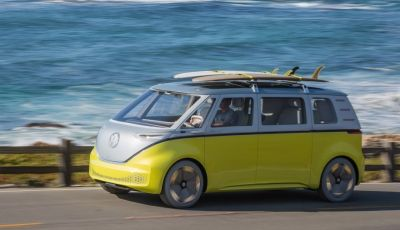 Volkswagen presenta I.D. BUZZ: il leggendario furgoncino hippie anni '70 torna tra noi