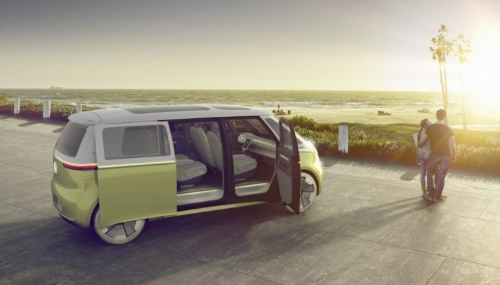 Volkswagen presenta I.D. BUZZ: il leggendario furgoncino hippie anni '70 torna tra noi - Foto 4 di 10