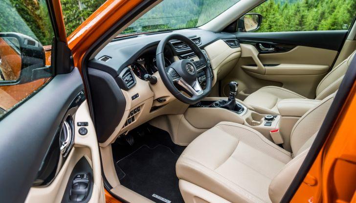 Nissan X-Trail 2018: Prova su strada, opinioni e dati tecnici del SUV 5 o 7 posti - Foto 25 di 36