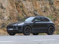 Porsche Macan 2018 Facelift, prime immagini spia del futuro SUV tedesco