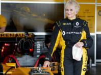 Alla guida di una monoposto Formula 1 a 79 anni: Rosemary Smith è già record!