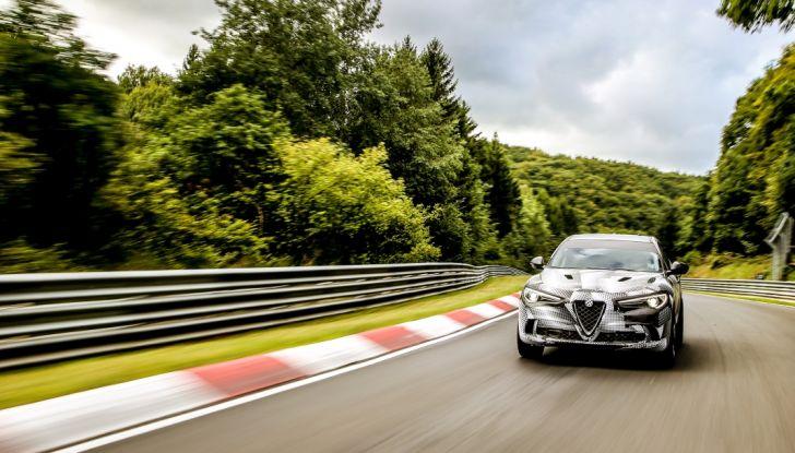 Alfa Romeo Stelvio Quadrifoglio, il SUV più veloce al mondo sul Nurburgring [Video] - Foto 8 di 14