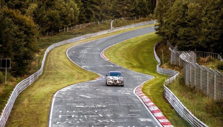 Alfa Romeo Stelvio Quadrifoglio, il SUV più veloce al mondo sul Nurburgring [Video] - Foto 3 di 14