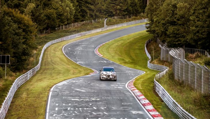 Record di Alfa Romeo Stelvio Quadrifoglio in quattro circuiti inglesi - Foto 3 di 14