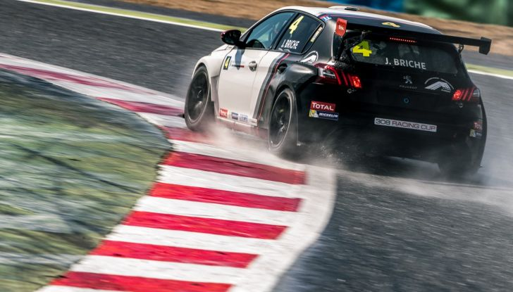 Julien Briché fresco vincitore del campionato francese con la Peugeot 308 Racing Cup - Foto 2 di 2