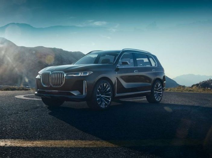 BMW X7 iPerformance, il SUV 7 posti a passo lungo - Foto 1 di 15