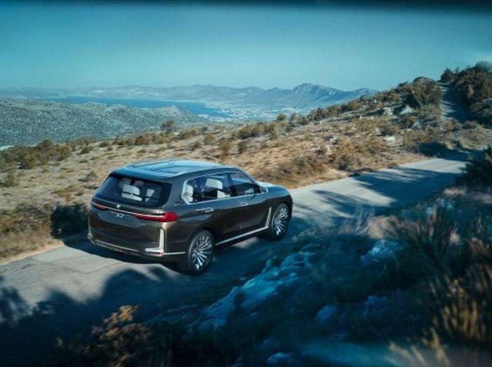 BMW X7 iPerformance, il SUV 7 posti a passo lungo - Foto 14 di 15