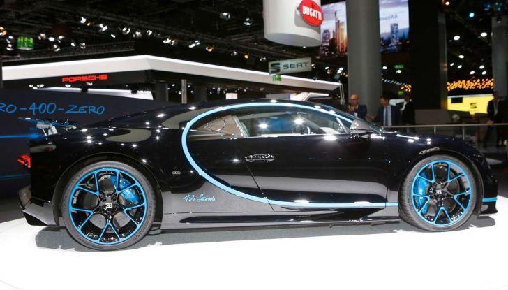 Bugatti Chiron da record sul filo dei 400 km/h - Foto 4 di 7