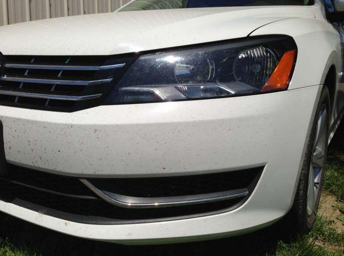 Come rimuovere i moscerini dalla carrozzeria dell'auto - Foto 6 di 8