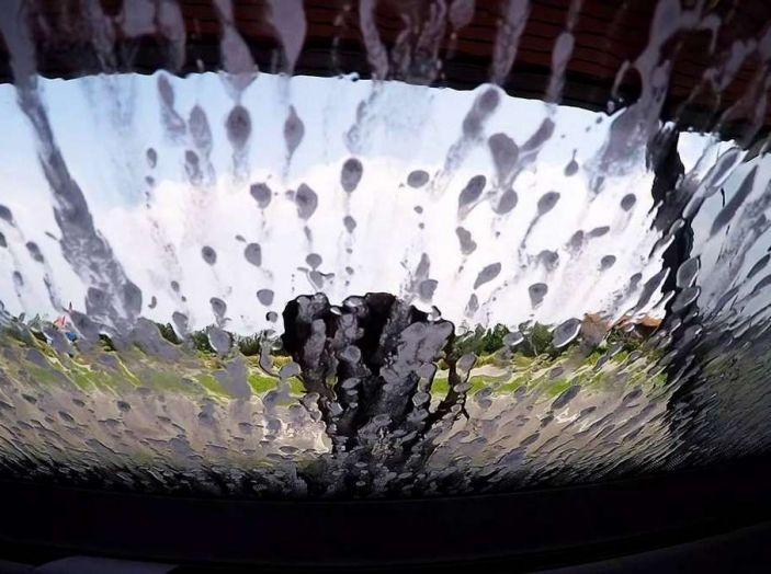 Come rimuovere i moscerini dalla carrozzeria dell'auto - Foto 4 di 8