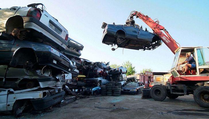 Demolire un'auto: cosa fare e come comportarsi - Foto 3 di 11