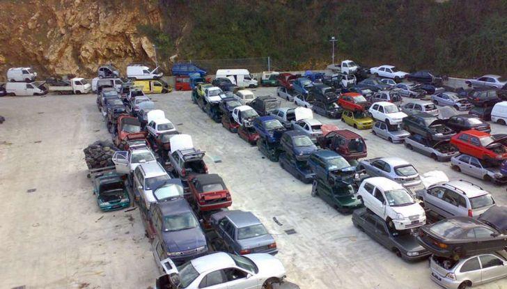 Demolire un'auto: cosa fare e come comportarsi - Foto 4 di 11