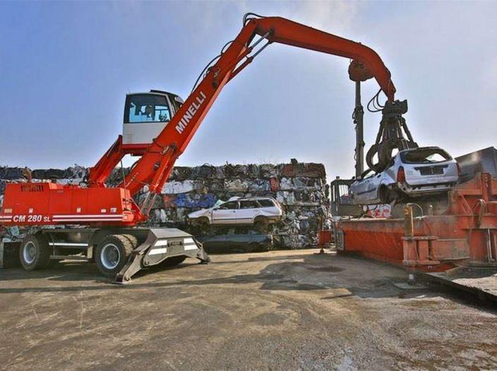 Demolire un'auto: cosa fare e come comportarsi - Foto 5 di 11
